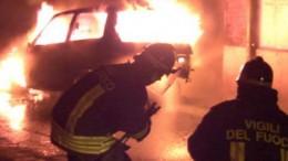 autovettura in fiamme