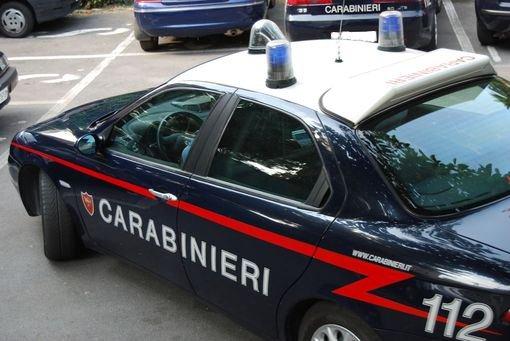 """POTENZA: """"BOMBA CARTA"""" SOTTO L'AUTO DI UN DIPENDENTE"""