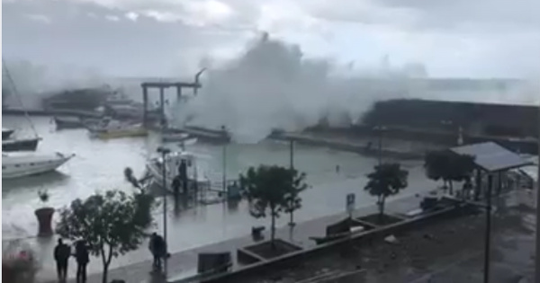 Risultati immagini per mare in tempesta maratea